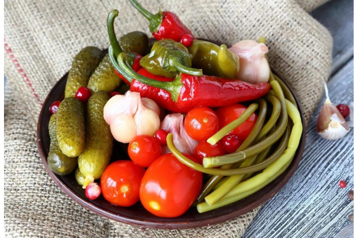 Ассорти маринованных овощей